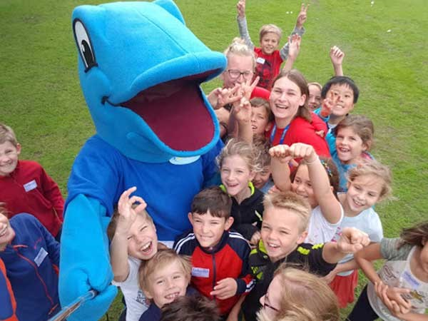 Billy Barracuda and the holiday club staff and kids smiling and having fun